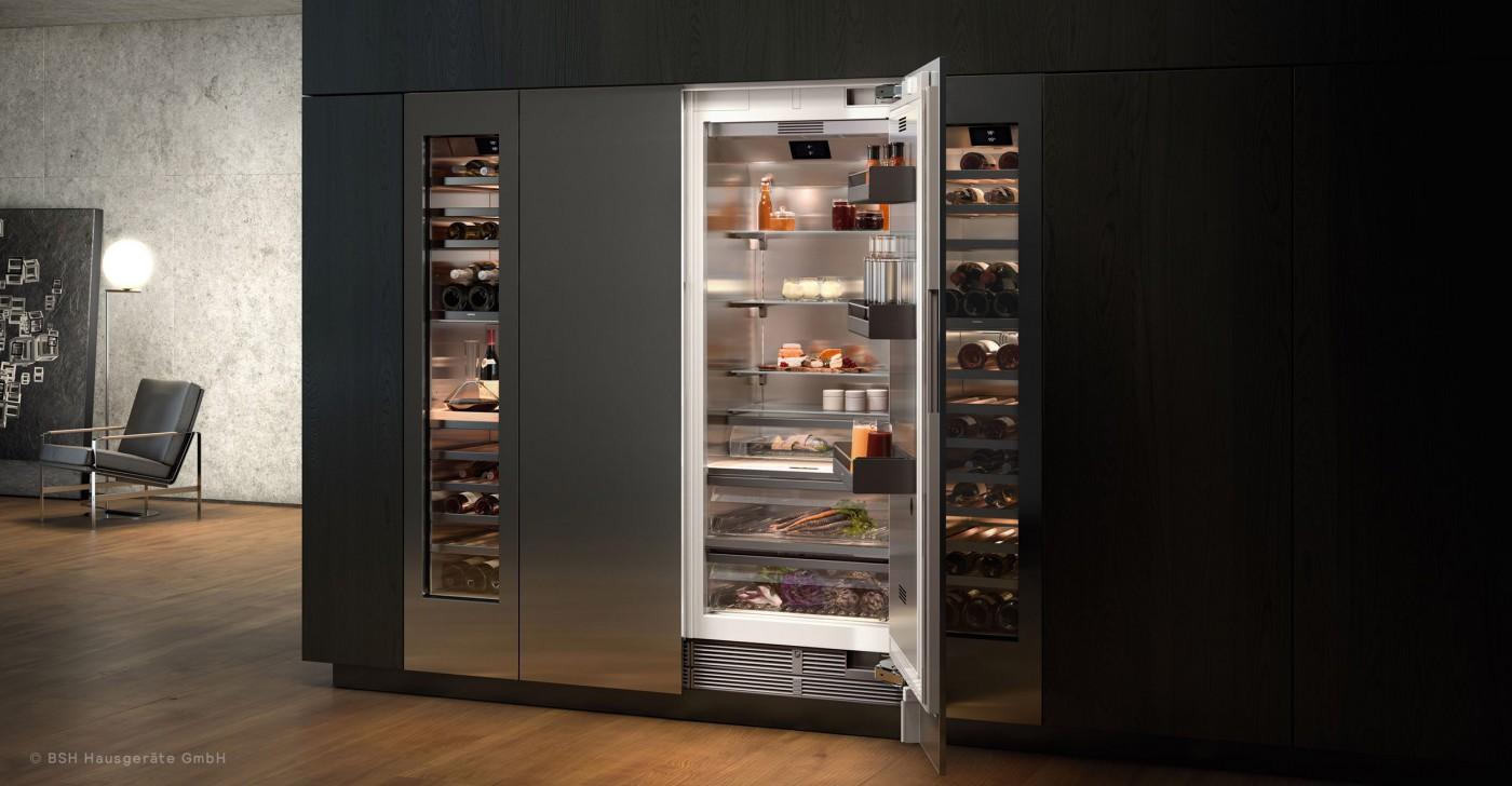 Geöffneter Gaggenau Kühlschrank in stilvollem Ambiente